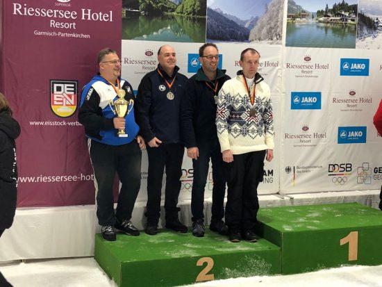 Eisstockschützen glänzen bei den Deutschen Meisterschaften